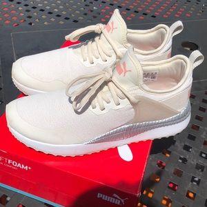 LIKE NEW Puma softfoam women sneaker 👟7.5